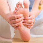 Cách nhanh nhất để giảm chứng tê tay chân với bồn ngâm chân